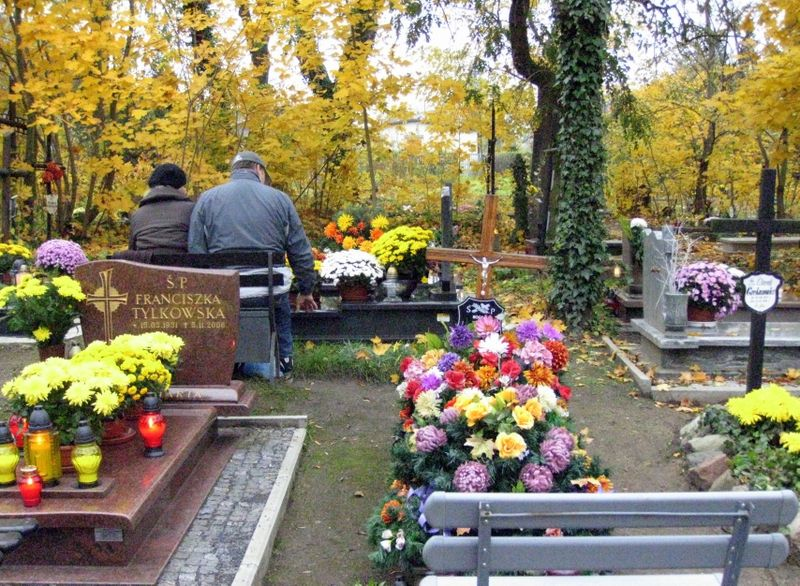 couple at graveside